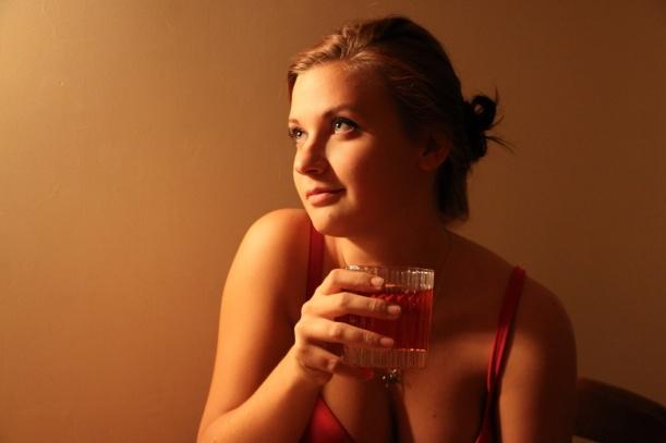 пьяные женщины в подворотне фото