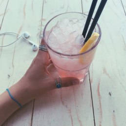Surf House Lemonade with gin <3