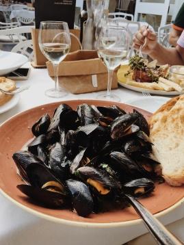 mussels in a wine sauce